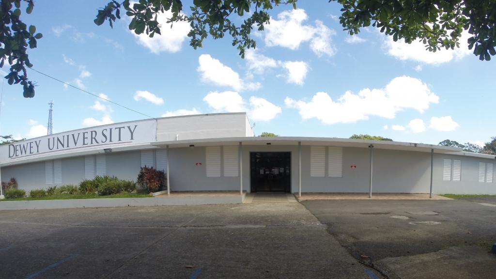 Dewey University, Centro de Manatí