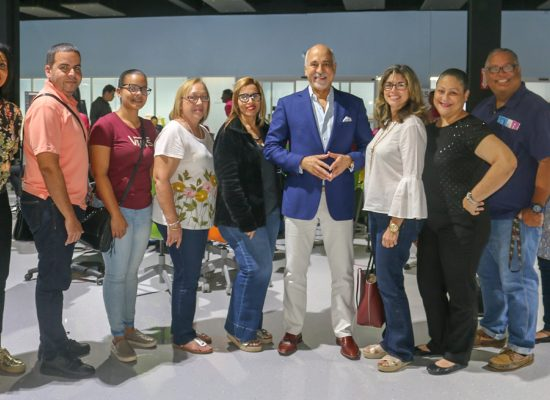 La Escuela Superior Luz América Calderón visita el 1er STEM Success Center