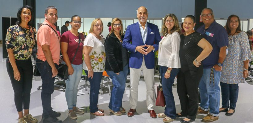 La Escuela Superior Luz América Calderón visita el 1er STEM Success Center